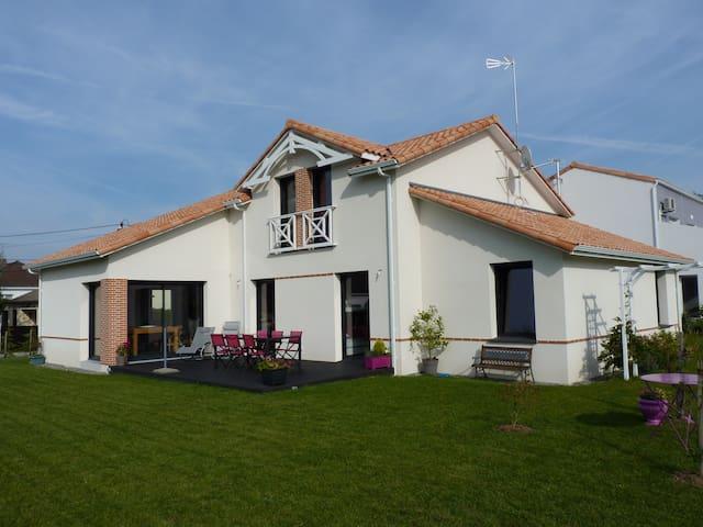 Belle maison à 700m de la plage 300m des commerces - Saint-Michel-Chef-Chef - Casa