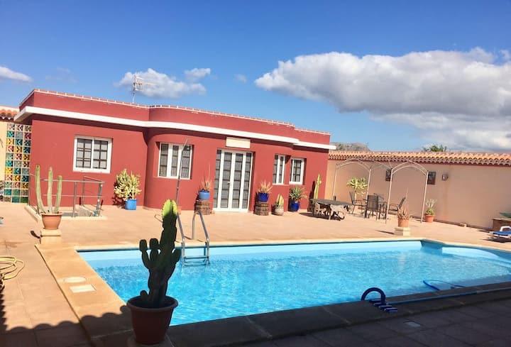 Tu casa en el sur de Tenerife con PISCINA PRIVADA