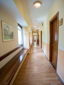 Private Ensuite Room with great view. - Delfi - Domek gościnny