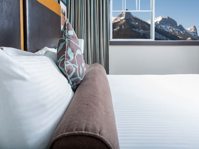Clique Hotels & Resorts - Canmore Ab #1