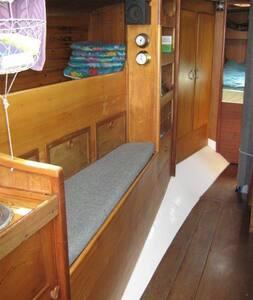 Cozy bunk on a classic boat - Vejle - Boat