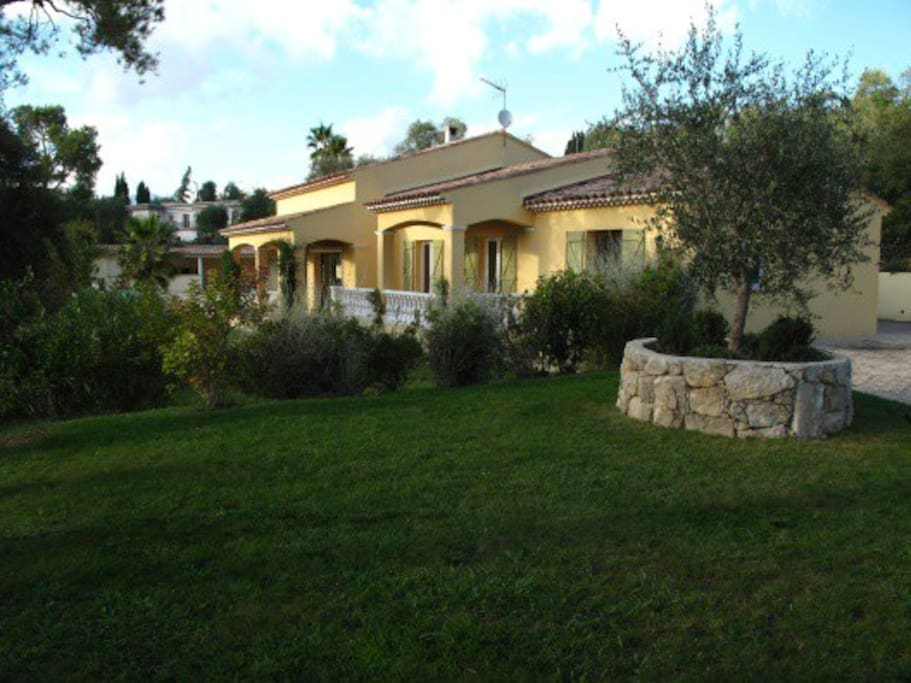 Provençal villa with garden and pool