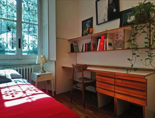Cosy bedroom in the best neighbourhood of Milan