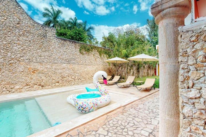 Centrally located hacienda villa with a shared pool, garden & solarium!