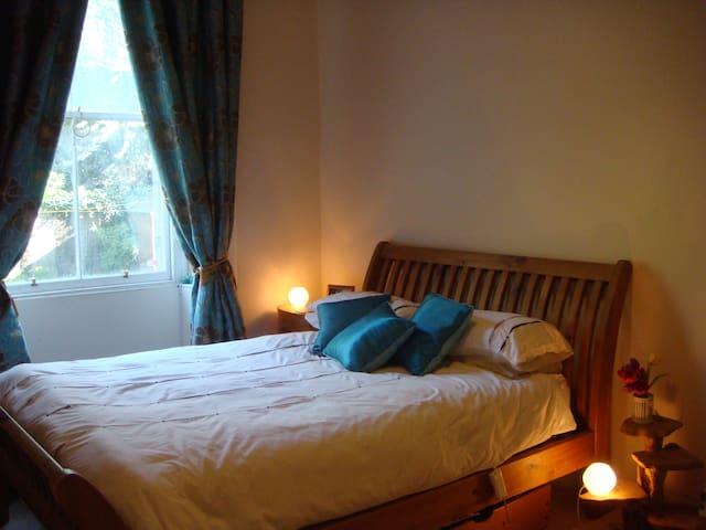 Ground Floor 2 bed in Traditional Tenement