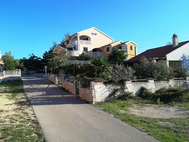 Apartment for 4 guests, close to sea - Jezera - Byt
