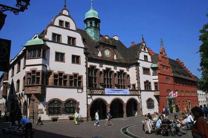 Supercentral im Herzen Freiburgs am Rathausplatz