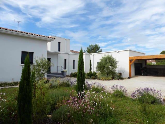 Villa lumineuse calme sécurisée, Montpellier Nord - Les Matelles - House