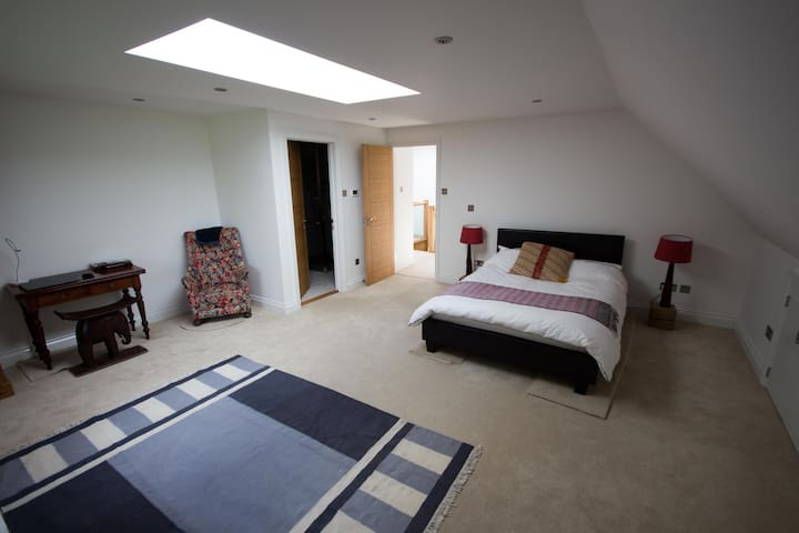 Large Double room with ensuite, close to Pantiles