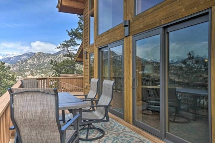 Upscale mountain home w/large, furnished deck, mtn views, & private hot tub