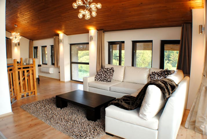 Cozy Luxury Ski Chalet Sauna & Log Fire (Sleeps 9)