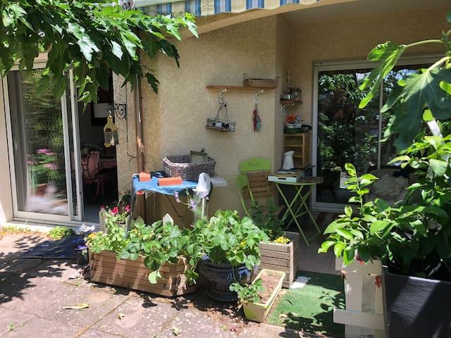 Appartement avec jardin dans résidence sécurisée