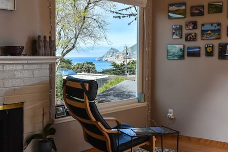 Montara Beach House (for up to 6 guests)