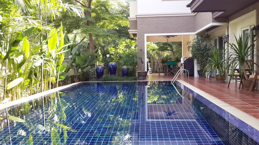 Beautiful Villa Resort Home - Bangkok - House