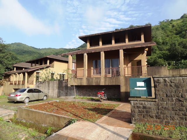 Holiday Leisure Club - Lavasa - Bungalo