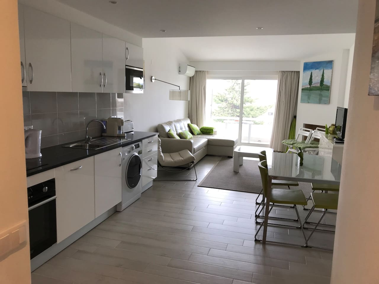 Living and kitchenette