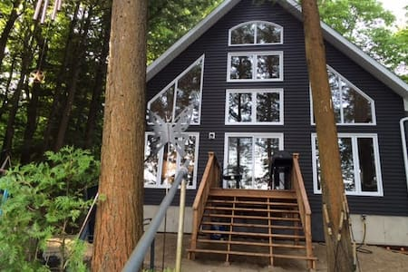 Brand NEW cottage on Lake Muskoka - Torrance