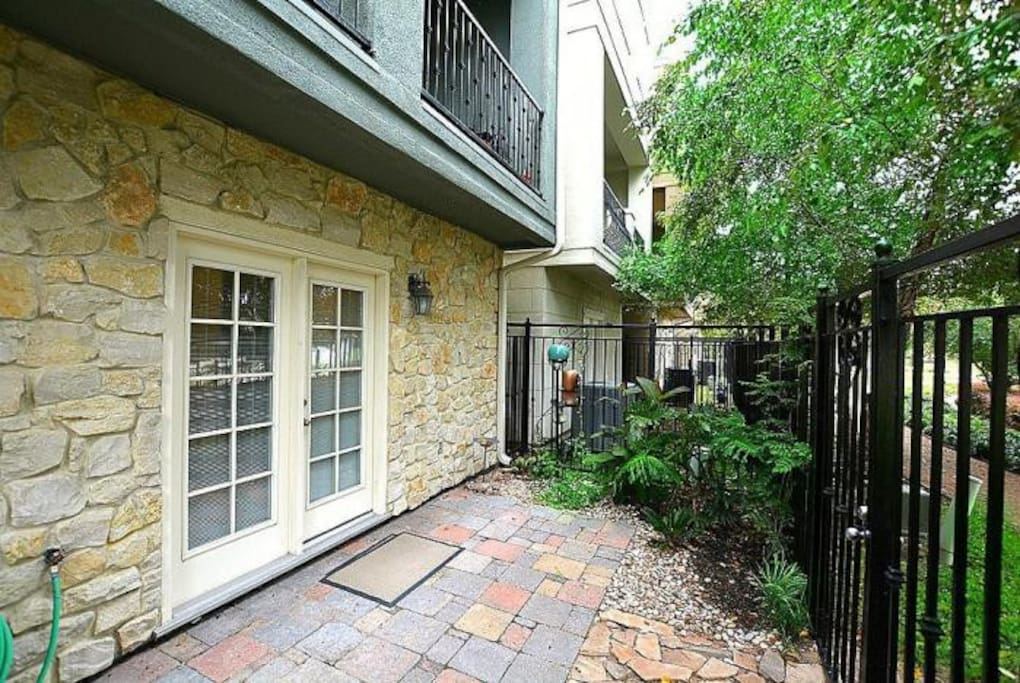 1st Floor Patio - Access to walking path and lake.