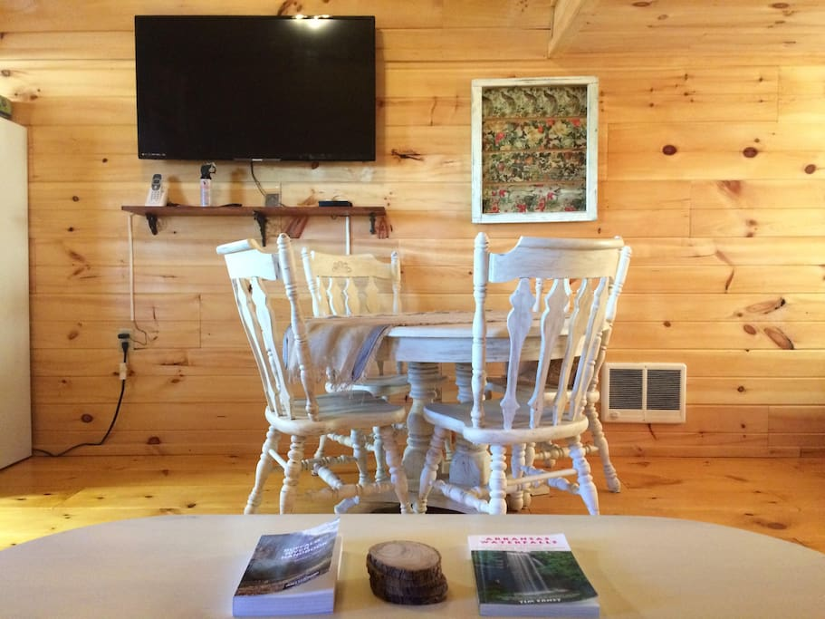 The cabin has wifi and a smart tv so you can choose when to plug in or out, while enjoying your stay in the country.