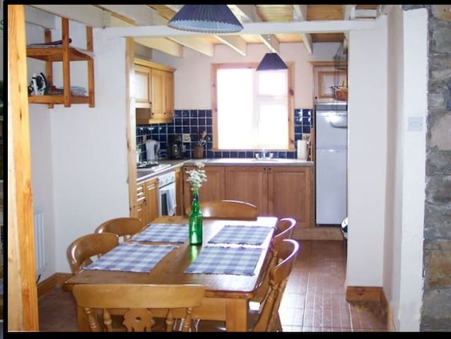 Cozy Ventry Cottage - Dingle - Huis