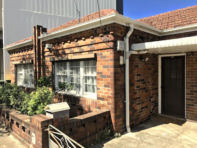 Light filled bedroom close to Marrickville station