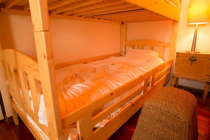 ベッドルーム3 (bedroom)