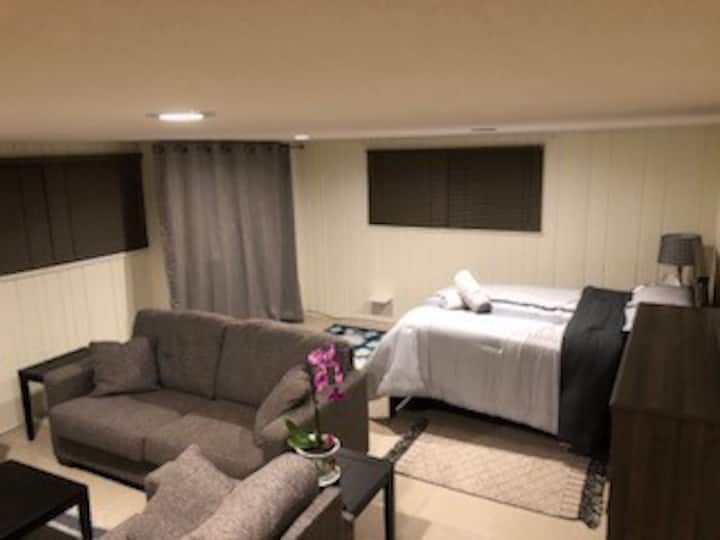 30 nights is min at basement rom with private bath
