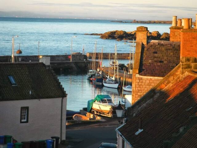 Au bord de mer, St Monans with handsome sea view.