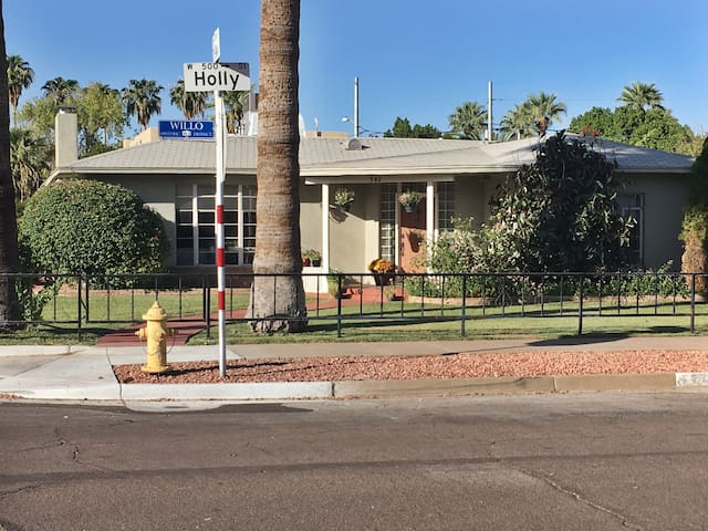 Holly House - Downtown Phoenix  - Private Bath