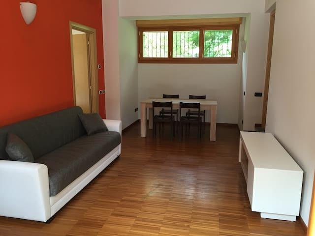 App. In Villa - INVERIGO p. auto e giardino ROVERE