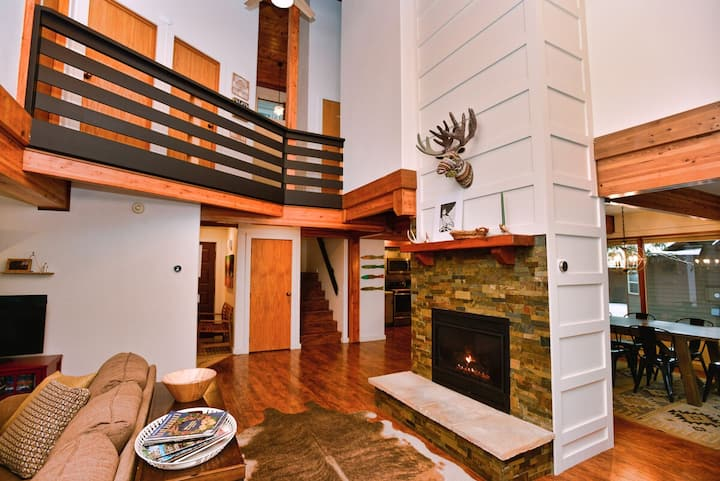 Fairway Lodge: Pet Friendly, On the Golf Course, Gas Fireplace