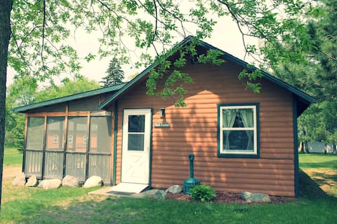 Red Cedar2BR Lakefront Cabin Private Launch & Dock