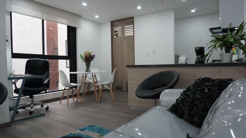 Opening NEW Lisbon-Usaquen Apartment. Home Office