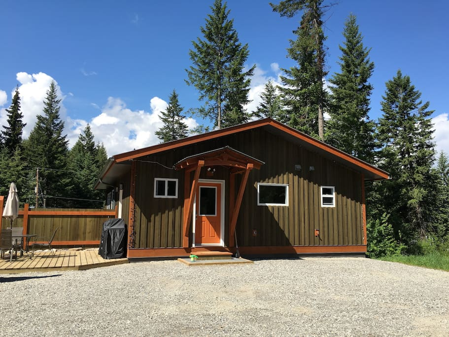 Fir tree guest house mountain town retreat houses for rent in golden british columbia canada - Large summer houses energizing retreat ...