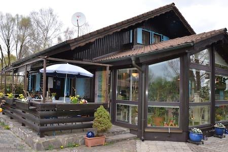 Ferienhaus am Friedberger See - Friedberg - Casa