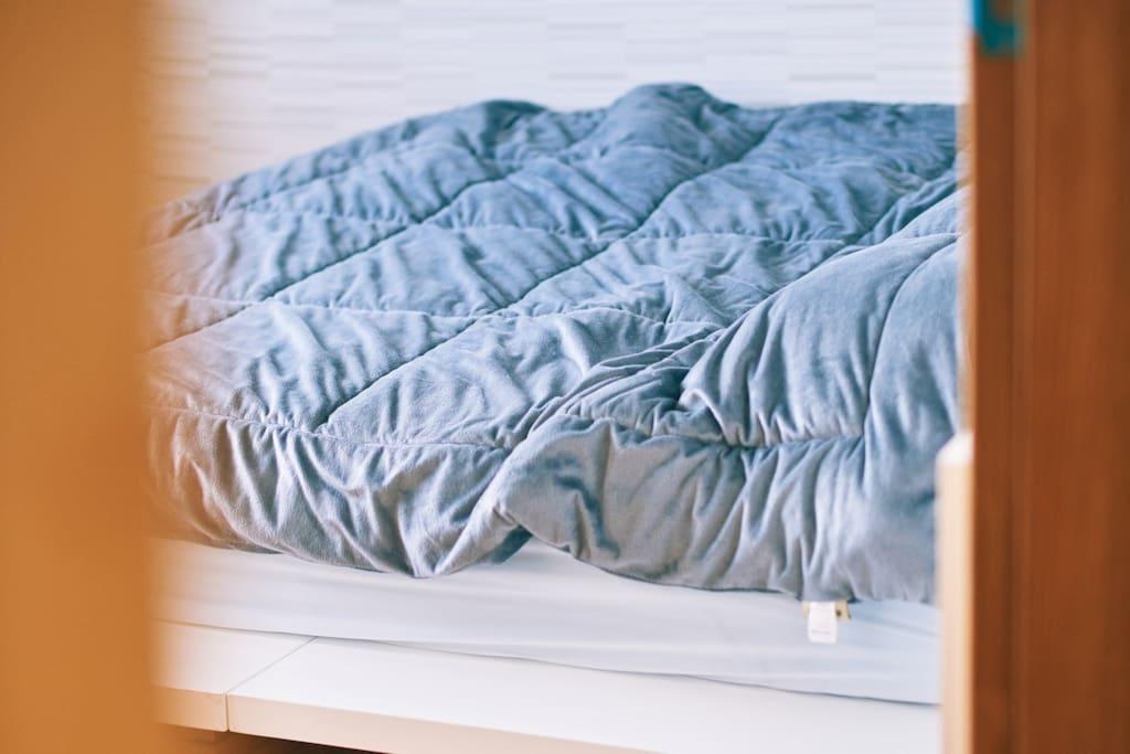 꿀잠 자는 안방 템퍼 침대입니다.