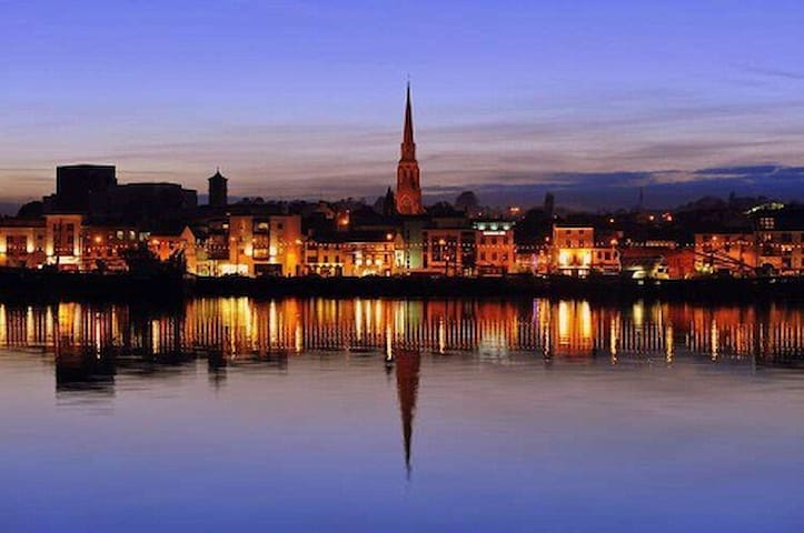 WEXFORD TOWN CENTRE!!! Welcoming town house!