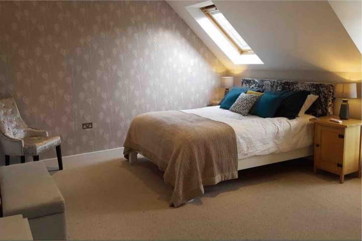 Fabulous, modern studio in historic Much Wenlock