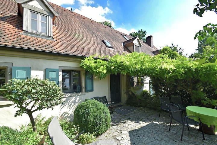 Acogedora casa de vacaciones cerca del bosque en Weissenburg, Bayern