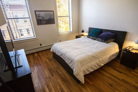 LARGE private bdrm & private bthrm! - Wohnung