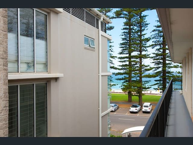Beachside unit in Manly