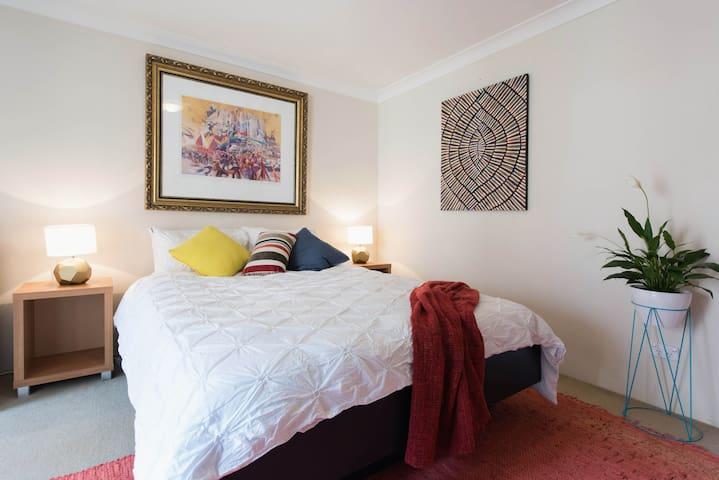 Large room & balcony in Redfern - Redfern - Apartament