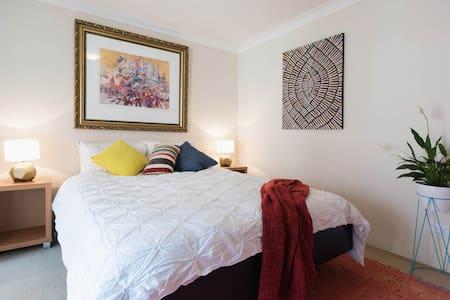 Large room & balcony in Redfern - Redfern - Appartement