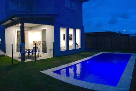 Room available in a MASSIVE Hampton style home - Caloundra West - House