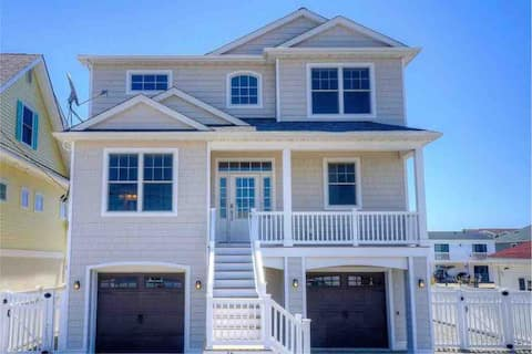 5 Bedroom Water Front Home, Minutes from LBI!