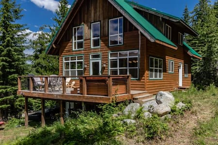 Hot Tub Cool Views: Roaring Creek Cabin