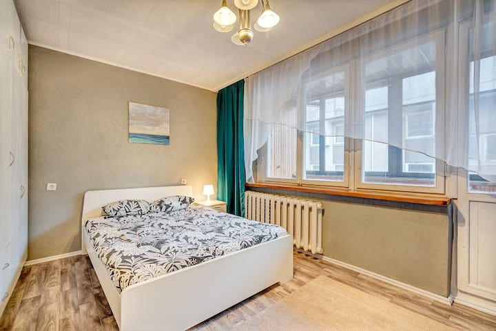 PRIVATE TWIN ROOM in old town next to station