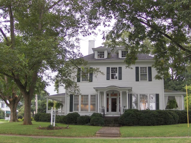 The Trott House Inn Bed & Breakfast - Newton - Bed & Breakfast