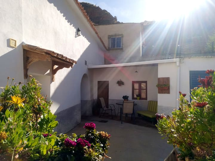 Apartment with 3 bedrooms in Cortes y Graena, with wonderful mountain view and enclosed garden - 89 km from the slopes
