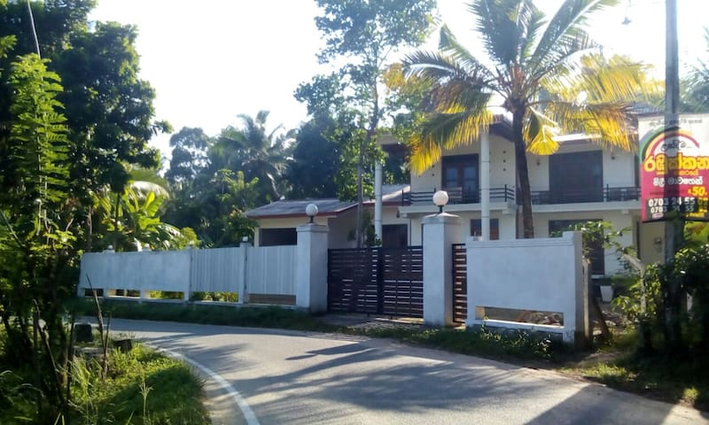 The breeze pinnawala homestay - Rambukkana - Villa